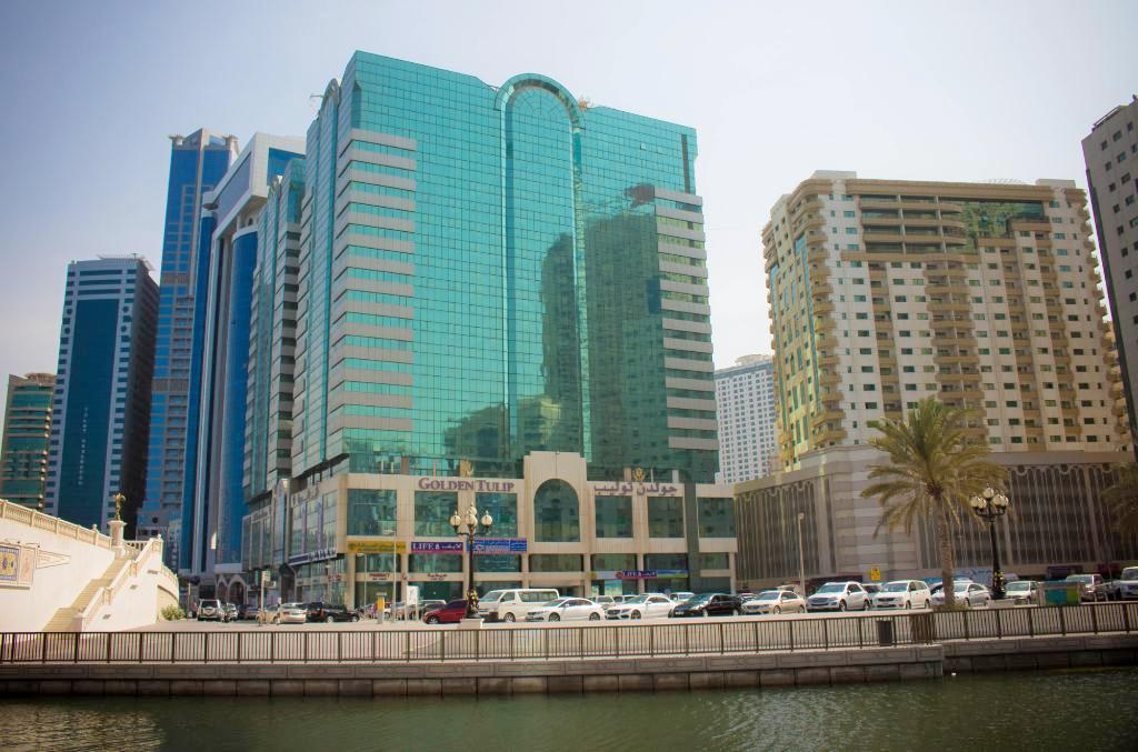 цена  Golden Tulip Sharjah Hotel Apartments, 4*, Шарджа  онлайн в 2017 году