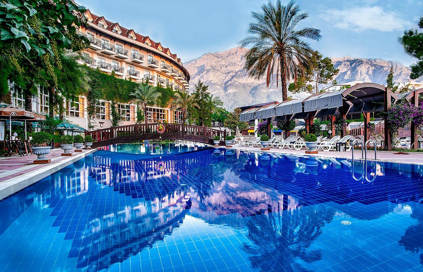 Отличный отель в центре Кемера!