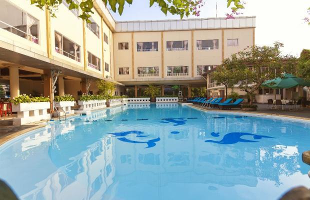 фото отеля First (De Nhat) изображение №1