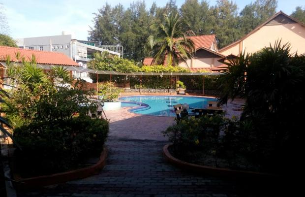 фото отеля Batu Burok Beach Resort изображение №1